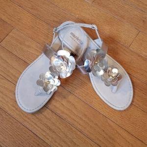 Girl's gold Italian Mariella thong sandals